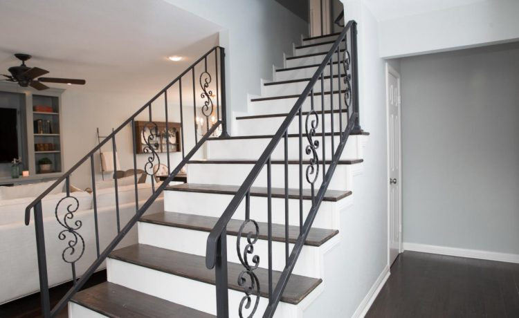 BP_HFXUP207H_Blount_living-room_AFTER_detail_entry-stairway_504136.1067350.jpg.rend.hgtvcom.1280.853